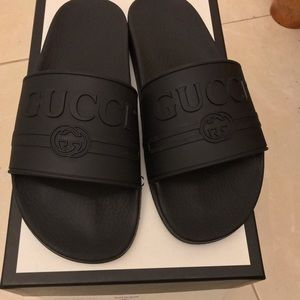 0810c0cb8860 Gucci Logo Rubber Slide Sandal Uk Size 8